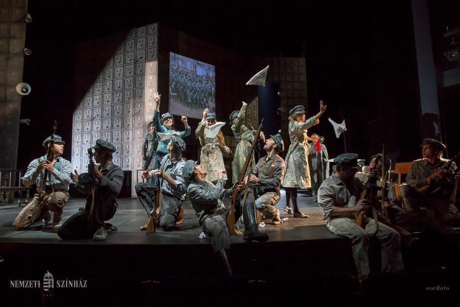Viharos taps a Teatr Polskiban a Tóth Ilonka bemutatóján