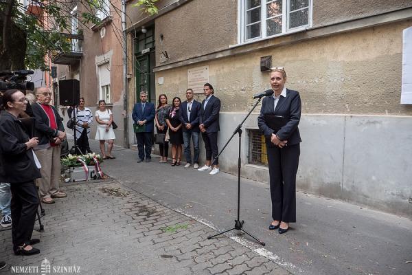 Sinkó László emléktáblájának avatásán