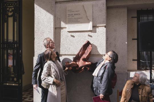 Emléktáblát avattunk Taub János rendező egykori lakóhelyén