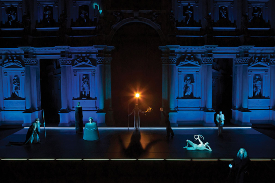 Robert Wilson Gives a New Light to the Oedipus of Sophocles