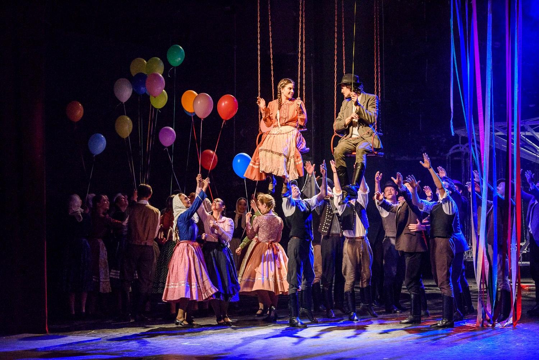 Az aradi magyar színjátszás 200. születésnapi ünnepségén a Körhinta