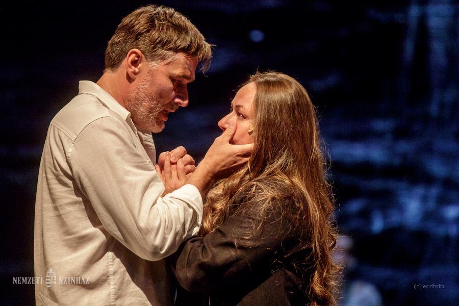 Szerelmes tekintet a színpadon - Szűcs Nelli és Trill Zsolt