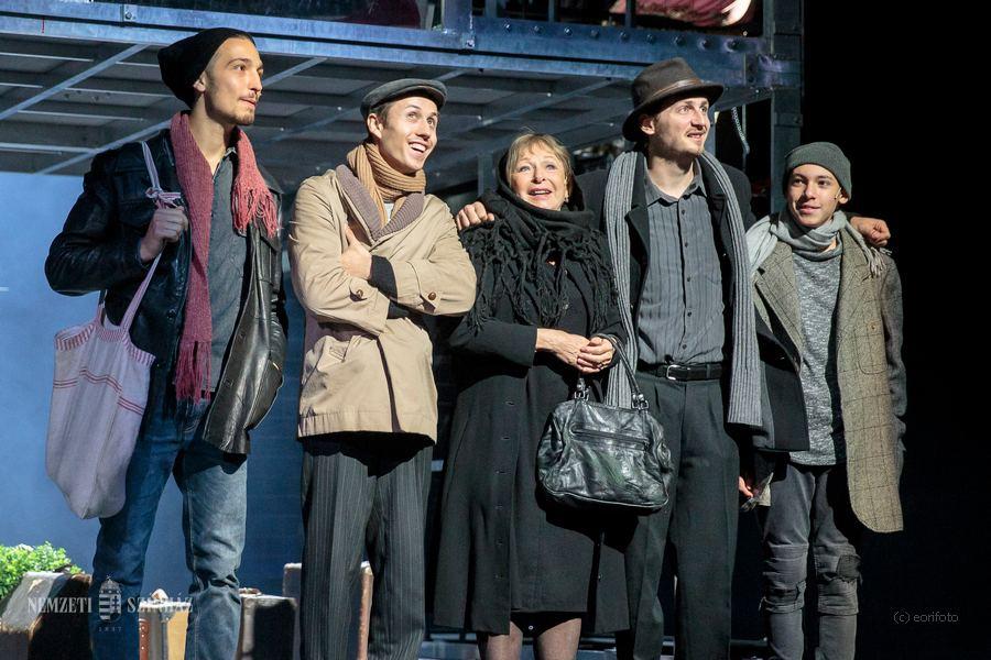 Ringbe száll a Nemzeti Színház