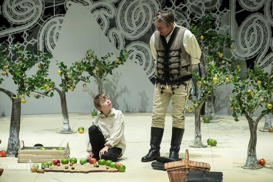 A lecke fel van adva - Vidnyánszky Attila rendező a Tizenhárom almafa című előadásról