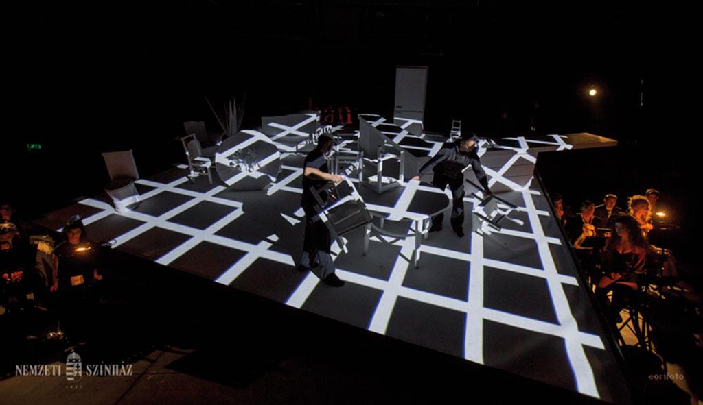 Játéklények élet-halál harca a Nemzeti színpadán